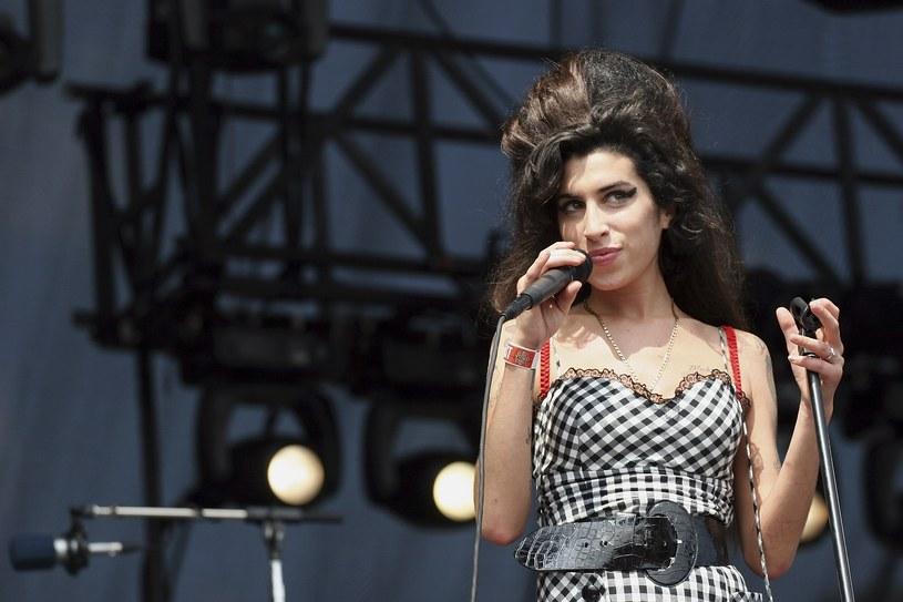 """Album Amy Winehouse """"Back to Black"""" przyniósł jej świetne recenzje, miliony fanów i popularność na całym świecie. Od premiery płyty mija 10 lat. W jakich jeszcze liczbach można zamknąć ten album?"""