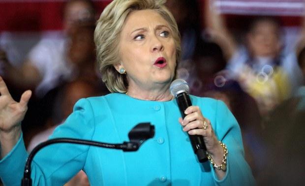 Kandydatka Demokratów w wyborach prezydenckich Hillary Clinton wezwała dyrektora FBI Jamesa Comey'a, by ujawnił więcej informacji o nowych mailach, które skłoniły go do wznowienia śledztwa ws. prywatnego serwera mailowego Clinton, gdy była sekretarzem stanu. Jak zwraca uwagę korespondent RMF FM w Waszyngtonie, sprawa ponownego wszczęcia dochodzenia w sprawie maili Clinton wywróci kampanię za Oceanem do góry nogami.