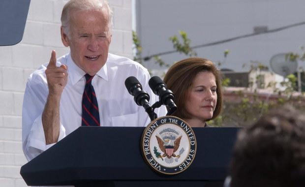 Uczynię wszystko, co w mej mocy, by wspomóc Hillarry (Clinton), jeśli zostanie wybrana, ale nie jestem zainteresowany pozostawaniem w administracji - oświadczył  wiceprezydent USA Joe Biden w wypowiedzi dla oddziału telewizji NBC w stanie Minnesota. Biden zdementował tym samym podaną w piątek przez portal Politico informację, że głównym kandydatem na stanowisko sekretarza stanu rozważanym obecnie przez kandydatkę Demokratów jest właśnie on.