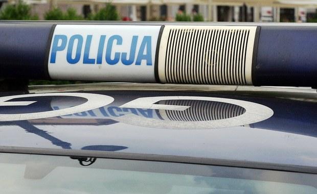 W miejscowości Kruszynek pod Włocławkiem w Kujawsko-Pomorskiem zmarł 3-miesięczny chłopczyk. Policjanci na miejsce zdarzenia zostali wezwani po godzinie 10. Drugie z bliźniąt trafiło do szpitala.