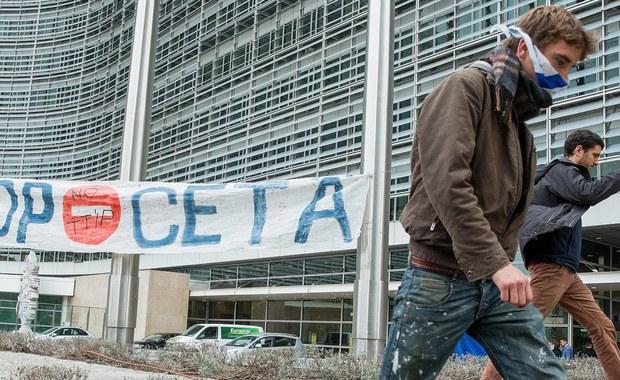 Umowa CETA o wolnym handlu Unii Europejskiej z Kanadą, która w niedzielę ma być podpisana w Brukseli, jest szkodliwa dla Polski - powiedział prezes PSL Władysław Kosiniak-Kamysz. Zapowiedział jednocześnie, że jego partia złoży w przyszłym tygodniu w Sejmie wniosek o debatę nad ratyfikacją tej umowy.