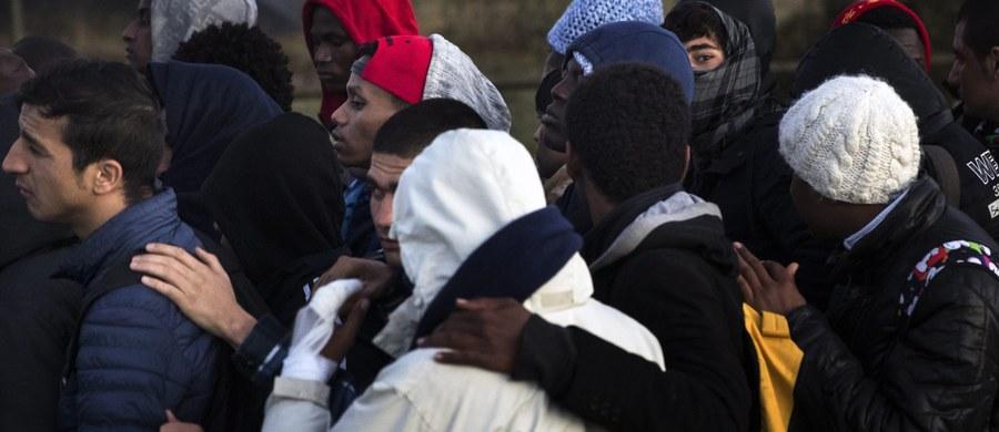 Kilkaset osób protestowało w sobotę we wsi Boliarowo w południowo-wschodniej Bułgarii przeciwko budowie ośrodka dla migrantów. Według organizatorów zebrało się ponad 1000 osób, część przybyła z pobliskiego Jamboła i Burgas. MSW oszacowało liczbę protestujących na 300. Demonstranci zablokowali na kilka godzin prowadzącą do wsi szosę.