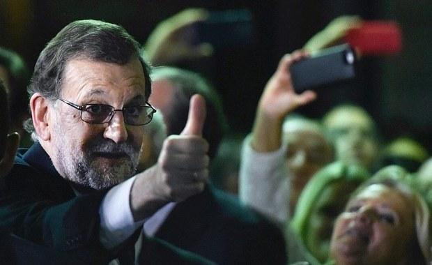 """Hiszpański Kongres wybrał w sobotę Mariano Rajoya, lidera centroprawicowej Partii Ludowej, na szefa rządu. Wynik głosowania kładzie kres trwającemu 10 miesięcy okresowi tymczasowości, podczas którego Rajoy był jedynie """"urzędującym premierem""""."""