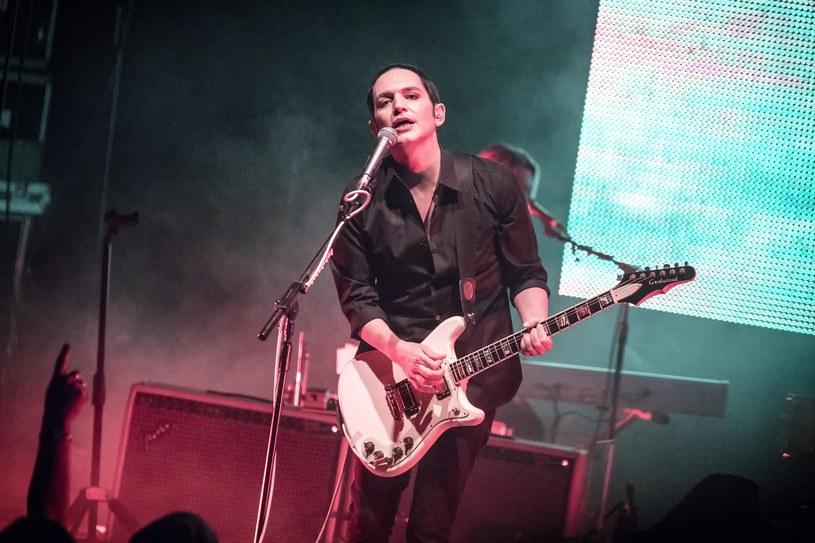 17 czerwca tego roku minęło 20 lat od premiery debiutanckiego albumu grupy Placebo. 13 października zespół rozpoczął rocznicową trasę koncertem w Aarhus w Danii. Choć w zasadzie ciężko tu mówić o pełnoprawnym koncercie - występ został przerwany po dwóch utworach, w związku z problemem zdrowotnym Briana Molko. Na szczęście kolejne przystanki trasy poszły według planu, w tym dziewiąty z kolei, czyli Warszawa.