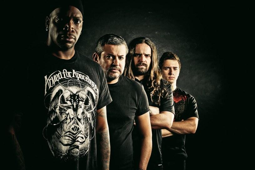 """Muzycy brazylijskiej Sepultury ujawnili pierwsze szczegóły premiery nowego longplaya """"Machine Messiah""""."""