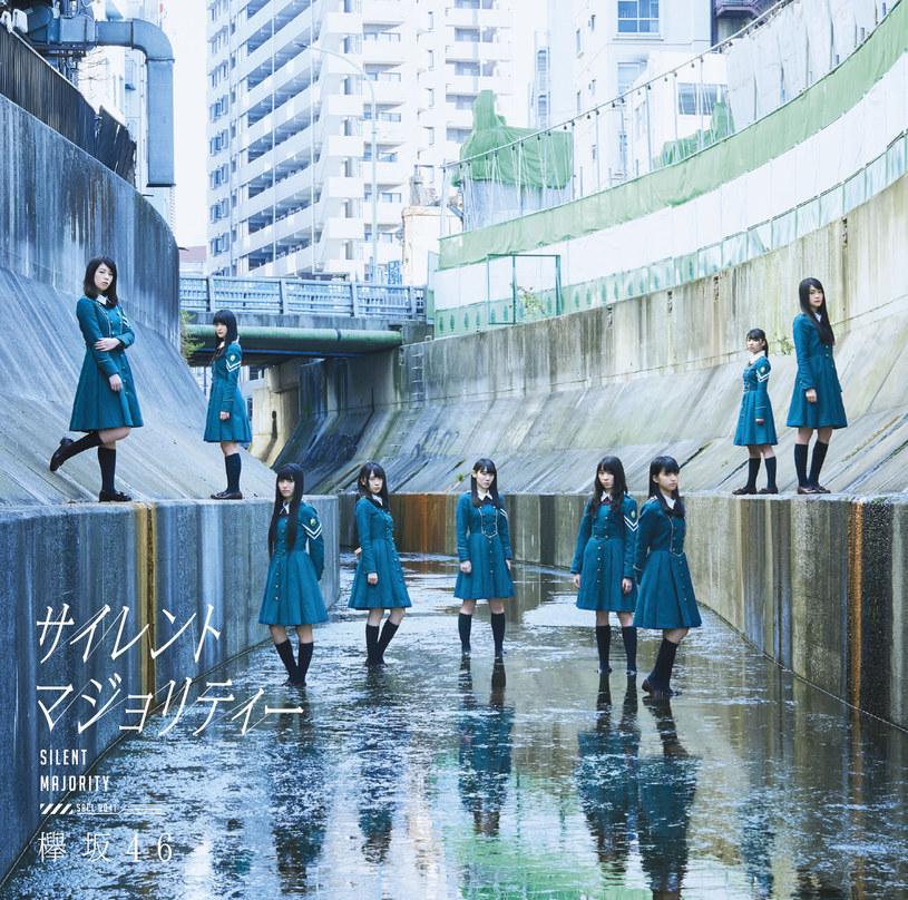 Mnóstwo kontrowersji wywołał strój wokalistek z grupy Keyakizaka46, które w ramach jednej z imprez przed Halloween, postanowiły ubrać się w kostiumy przypominające nazistowskie mundury. Na Japonki spadła fala krytyki.