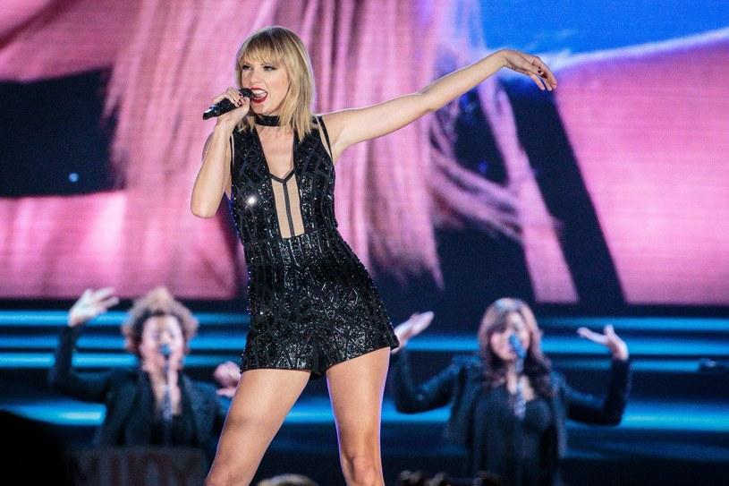 """Ponad 170 mln dolarów w ciągu roku zarobiła Taylor Swift, co dało jej po raz pierwszy miejsce na szczycie listy magazynu """"Forbes""""."""