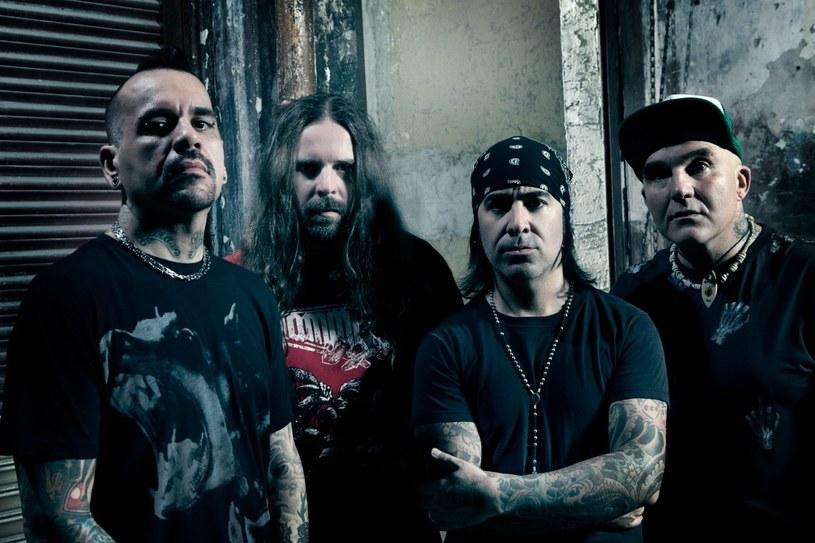 Międzynarodowa grupa De La Tierra nagrała nową płytę.