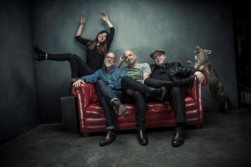 """Legendarna grupa z Bostonu powróciła z nowym albumem, nową basistką i nową trasą koncertową podczas której odwiedzi w listopadzie Polskę. Czy można wymarzyć sobie lepszą okazję, by porozmawiać z perkusistą Pixies, Davidem Loveringiem, o tym, w jakim punkcie kariery znajduje się zespół, jak wyglądają relacje Franka Blacka z Kim Deal, czy lubi cover """"Where Is My Mind"""" w wykonaniu Placebo oraz co łączy go z.... magią."""