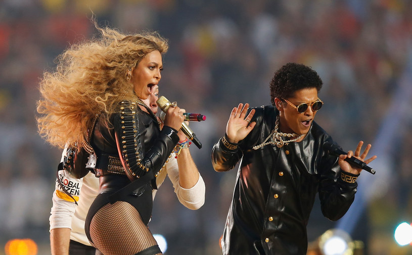 """W rozmowie z """"Rolling Stones"""" Burno Mars wyjawił sekret swojej koleżanki. Wokalista zdradził, co Beyonce robi, gdy się stresuje."""