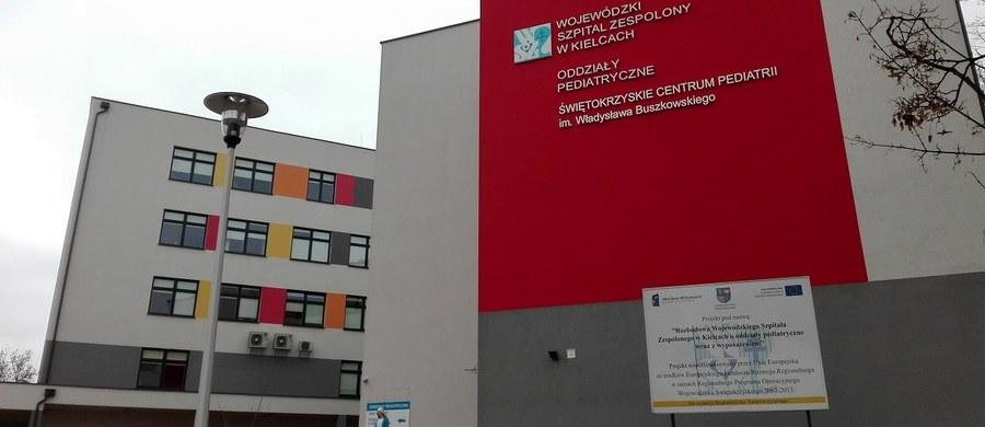 Szpital wojewódzki w Kielcach chce wybudować na oddziałach pediatrycznych salę przeznaczoną dla młodych, agresywnych pacjentów. To dlatego, że coraz więcej młodzieży trafia tam w wyniku zatruć dopalaczami, alkoholem czy narkotykami. Niepełnoletnie osoby awanturują się na oddziałach, zaczepiają innych małych pacjentów, a nawet wszczynają bójki z pielęgniarkami.