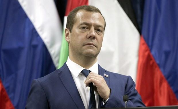 """Rosyjski premier Dmitrij Miedwiediew podczas dwudniowej wizyty w Izraelu i Palestynie, gdzie rozmawiał z premierem Izraela i prezydentem Autonomii Palestyńskiej, ponowił w piątek """"poparcie rozwiązania polegającego na istnieniu dwóch państw""""."""