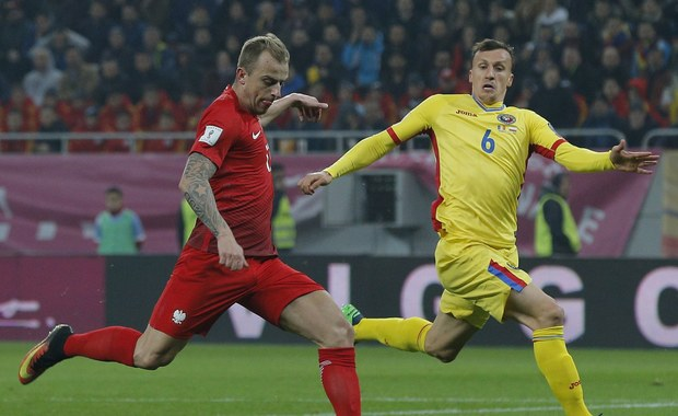 Polska wygrała w Bukareszcie z Rumunią 3:0 w meczu eliminacji piłkarskich mistrzostw świata. Bramki zdobyli Kamil Grosicki i dwie Robert Lewandowski, w tym jedną z rzutu karnego. Biało-czerwoni z dorobkiem 10 punktów po czterech kolejkach zostali liderami grupy E.