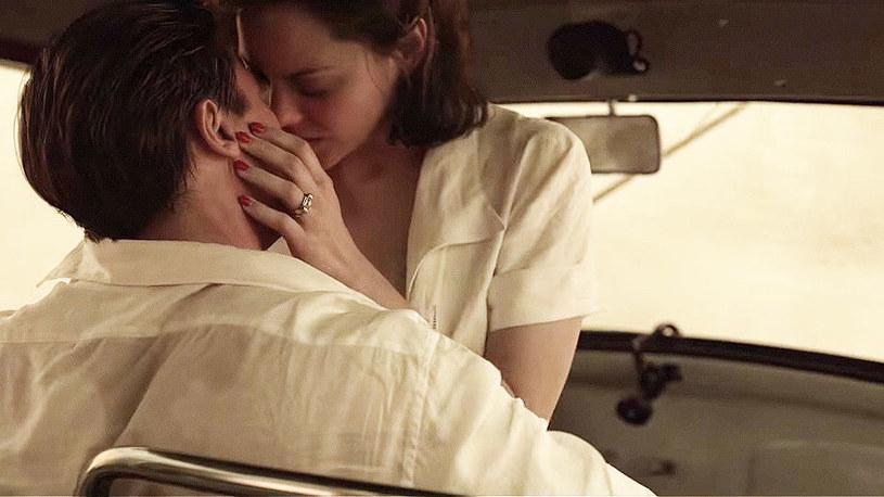"""Marion Cotillard przyznała, że miłosną scenę z Bradem Pittem, którą zobaczyć będziemy mogli w filmie """"Sprzymierzeni"""", aktorski duet ćwiczył jeszcze przed wejściem na plan."""