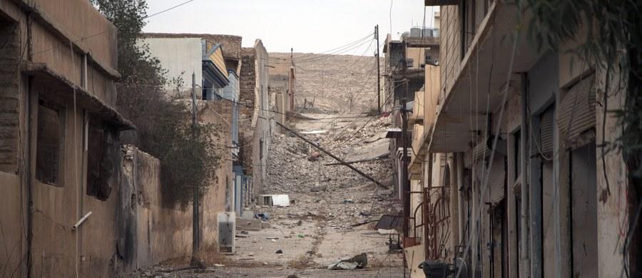 Większość dowódców Państwa Islamskiego w Mosulu została zabita podczas walk z irackimi oddziałami - poinformował w poniedziałek generał Abdul Ghani al-Assadi. Siły rządowe kontrolują obecnie prawie całą wschodnią część miasta.