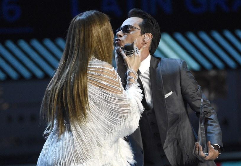 Latynoskie nagrody Grammy zostały rozdane. Największą wygraną imprezy była wielka nieobecna, Shakira, natomiast całą galę przyćmił występ Jennifer Lopez, która na scenie pocałowała swojego byłego męża – Marca Anthony'ego.