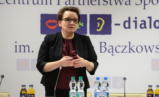 Rusza kampania informacyjna skierowana do rodziców, aby ich uspokoić i przekonać, że na reformie szkolnictwa dzieci tylko zyskają - mówi PAP minister edukacji Anna Zalewska. Według niej przeciwnicy reformy krytykują jedynie zapowiedziane wygaszanie gimnazjów.