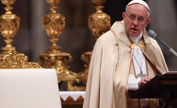 Papież Franciszek uroczyście zamknął Drzwi Święte w bazylice watykańskiej. Tym samym zakończył obchody Roku Świętego dedykowanego miłosierdziu. Z tej okazji na mszę na placu Świętego Piotra przybyły tysiące ludzi.