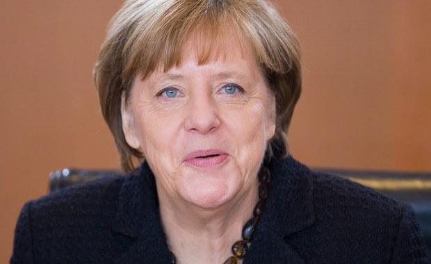 Angela Merkel poinformowała w niedzielę, że w wyborach do Bundestagu w 2017 roku chce ubiegać się po raz czwarty o fotel kanclerza Niemiec. Najpierw dowiedzieli się o tym członkowie jej partii, potem decyzję ogłosiła na konferencji prasowej. Merkel zamierza także pozostać szefową swojego ugrupowania. Wybory w Niemczech odbędą się jesienią.