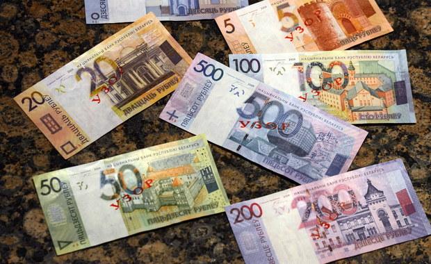 """Nie pół miliona, jak przewidywano, a tylko 50 tysięcy - tylu """"darmozjadów"""" wykryły w ubiegłym roku białoruskie władze. W mediach trwa dyskusja na temat skuteczności podatku """"od bezrobocia"""", który Białorusini płacą w tym roku po raz pierwszy."""