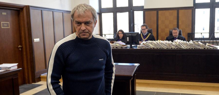 Nikt nie oferował mi odsprzedaży moich nielegalnie nagranych rozmów w stołecznych restauracjach - zeznał były szef PKN Orlen Dariusz Jacek Krawiec na procesie ws. afery podsłuchowej. Poniedziałek jest kolejnym dniem procesu przed Sądem Okręgowym w Warszawie, w którym oskarżeni w sprawie nielegalnych podsłuchów są: biznesmen Marek Falenta, dwaj kelnerzy Konrad Lassota i Łukasz N. oraz współpracownik Falenty Krzysztof Rybka.