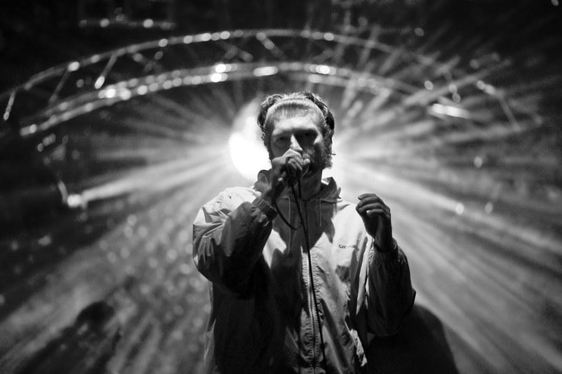 """W wieku 41 lat tragicznie zginął Marcin Babko, śląski dziennikarz muzyczny, wydawca (Falami Records) i wokalista znany z grup Muariolanza i hipersoniK - potwierdziła katowicka """"Gazeta Wyborcza"""". Nie podano przyczyny śmierci muzyka i dziennikarza."""