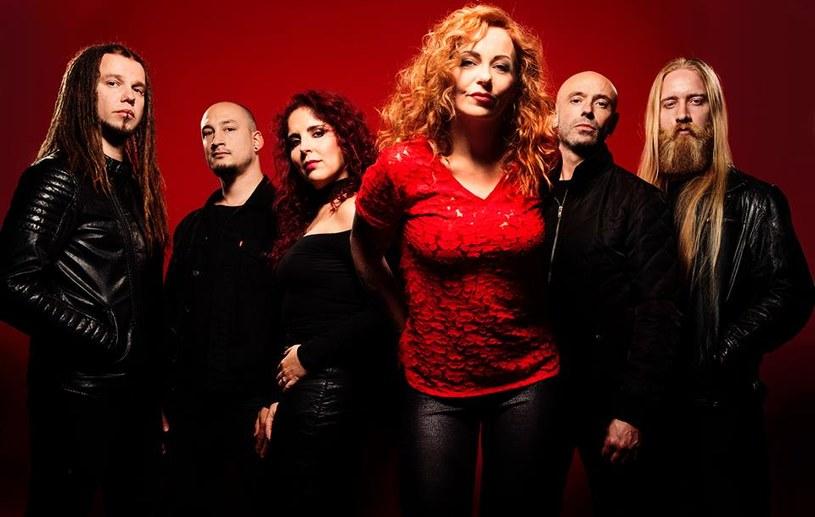 Vuur - to nazwa nowego zespołu holenderskiej wokalistki Anneke Van Giersbergen.