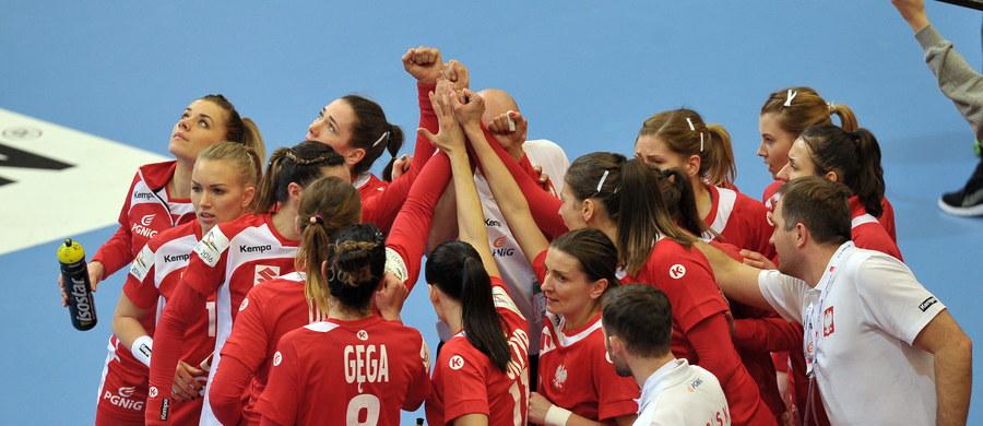 Polska przegrała w szwedzkim Kristianstad z wicemistrzem świata Holandią 21:30 (11:14) w swoim drugim meczu grupy B turnieju finałowego mistrzostw Europy piłkarek ręcznych. Spotkanie miało podobny przebieg do inauguracyjnego, przegranego z wicemistrzyniami olimpijskimi z Rio de Janeiro Francuzkami 22:31.