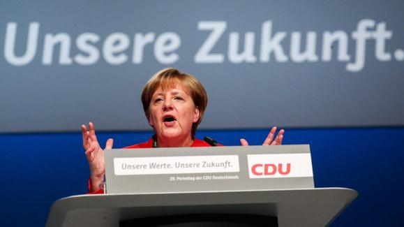 Porażka planu Merkel. CDU zmienia kurs ws. uchodźców