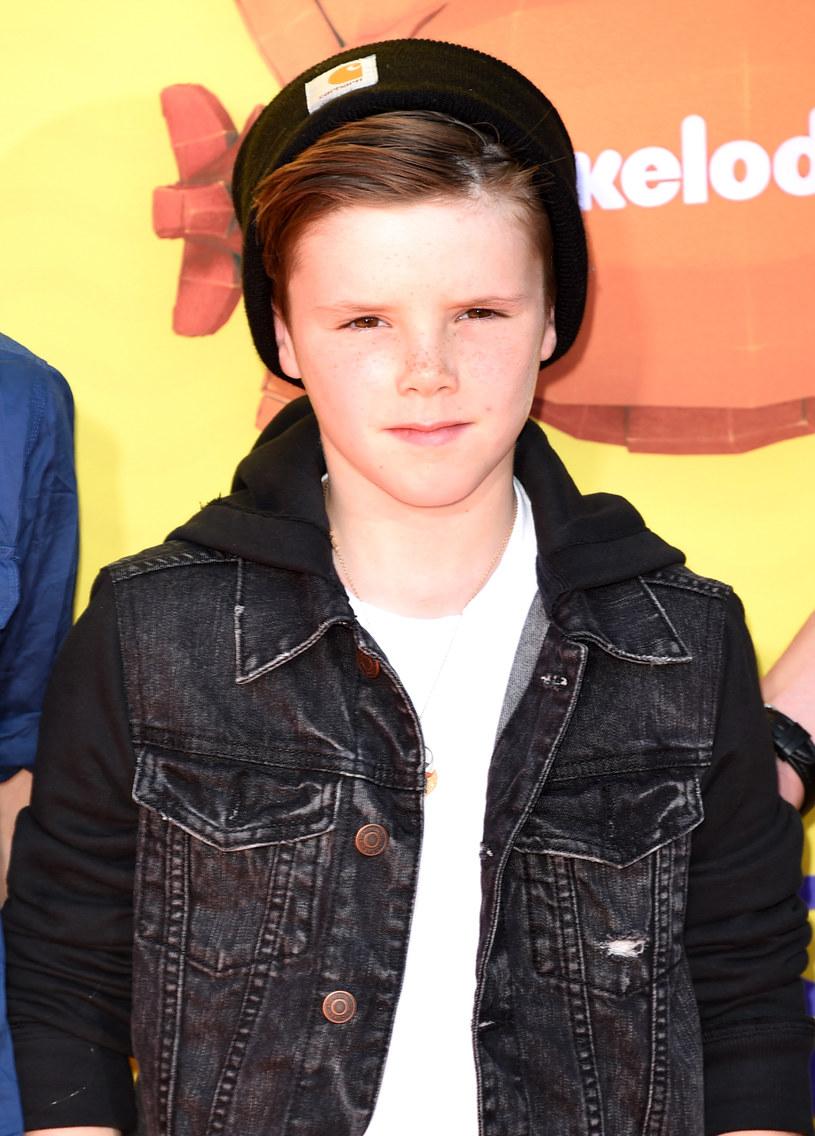"""11-letni Cruz Beckham - syn Davida Beckhama i Victorii Beckham - idzie w ślady mamy, debiutując na scenie singlem """"If Everyday Was Christmas""""."""