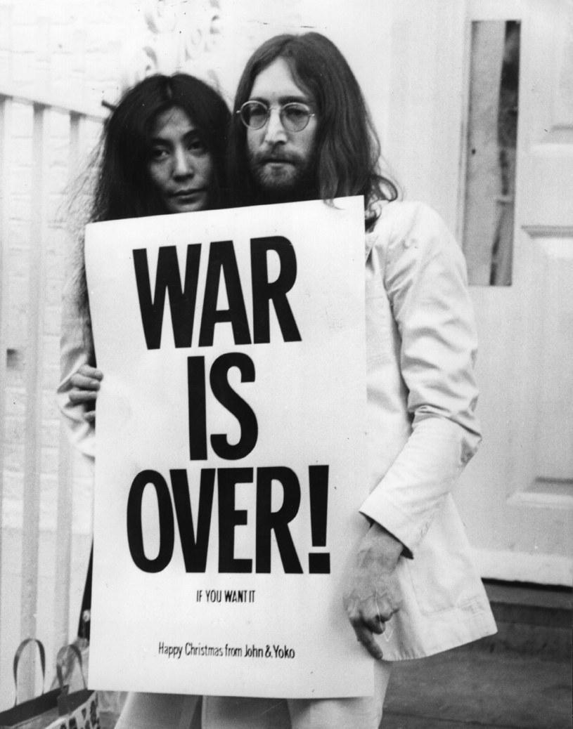 8 grudnia 1980 roku w Nowym Jorku zginął zastrzelony John Lennon. W 36. rocznicę śmierci wokalisty The Beatles mocny apel o ograniczenie dostępu do broni wystosowała wdowa po artyście - Yoko Ono.