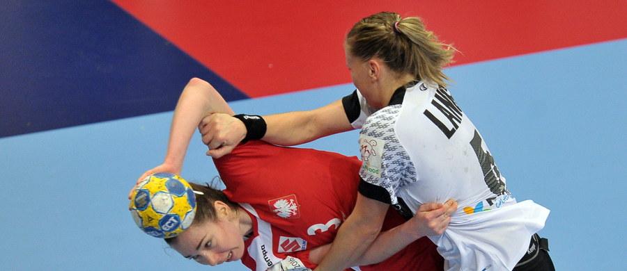 Polska przegrała w szwedzkim Kristianstad z Niemcami 22:23 (10:12) i odpadła z turnieju finałowego mistrzostw Europy piłkarek ręcznych w Szwecji. Biało-czerwone zajęły ostatnie, czwarte miejsce w grupie B rundy wstępnej.