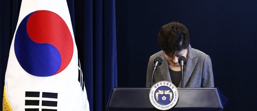 Parlament Korei Południowej opowiedział się za odsunięciem od władzy prezydent Park Geun Hie, oskarżanej o płatną protekcję. Szefowa państwa została zawieszona w obowiązkach do czasu orzeczenia Trybunału Konstytucyjnego, który ma na to 180 dni.