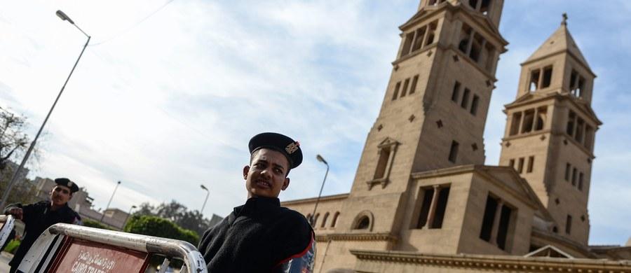 Co najmniej 25 osób zginęło w niedzielę w eksplozji w pobliżu katedry koptyjskiej św. Marka w Kairze - poinformowało w komunikacie egipskie ministerstwo zdrowia.