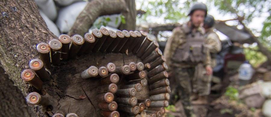 Trzech żołnierzy ukraińskich sił rządowych zginęło, a dwóch zostało rannych w wyniku walk z prorosyjskimi separatystami w Donbasie na wschodzie kraju - podali w niedzielę przedstawiciele Sił Zbrojnych Ukrainy.