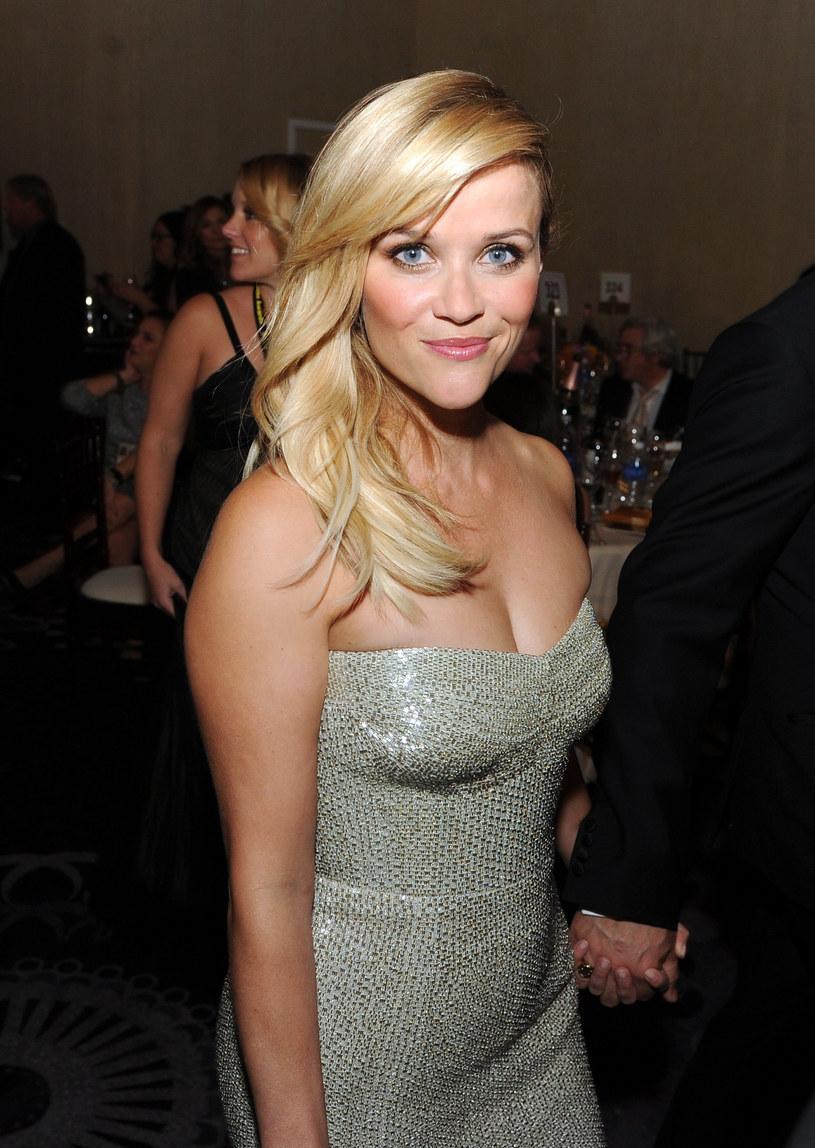 """Reese Witherspoon nagrała cover utworu """"Shake It Off"""" Taylor Swift. Amerykańska aktorka zrobiła to na potrzeby nowego filmu animowanego, w którym udziela głosu jednej z postaci."""