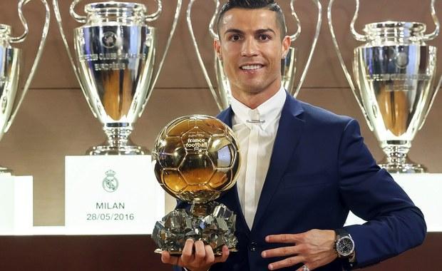 """Media w Hiszpanii i Portugalii są podzielone co do oceny ogłoszonych wczoraj wyników plebiscytu Złotej Piłki, organizowanego przez francuski magazyn """"France Football"""". Przeważa opinia, że ich rezultaty nie odzwierciedlają rzeczywistych umiejętności piłkarzy. Radości z nagrody nie kryje jednak zdobywca nagrody - Cristiano Ronaldo. """"Zawsze chcę być najlepszy, ciężko pracuję i ponoszę wyrzeczenia, by to osiągnąć"""" - mówił w wywiadzie dla """"France Football"""" gwiazdor."""