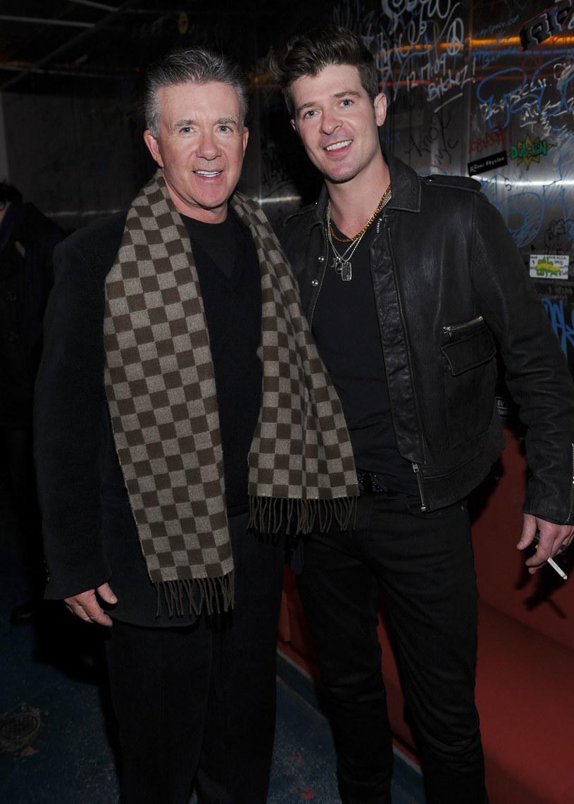 """Znany z przeboju """"Blurred Lines"""" wokalista Robin Thicke opłakuje zmarłego nagle ojca, kanadyjskiego aktora Alana Thicke (m.in. serial """"Dzieciaki, kłopoty i my"""" i """"Moda na sukces"""")."""