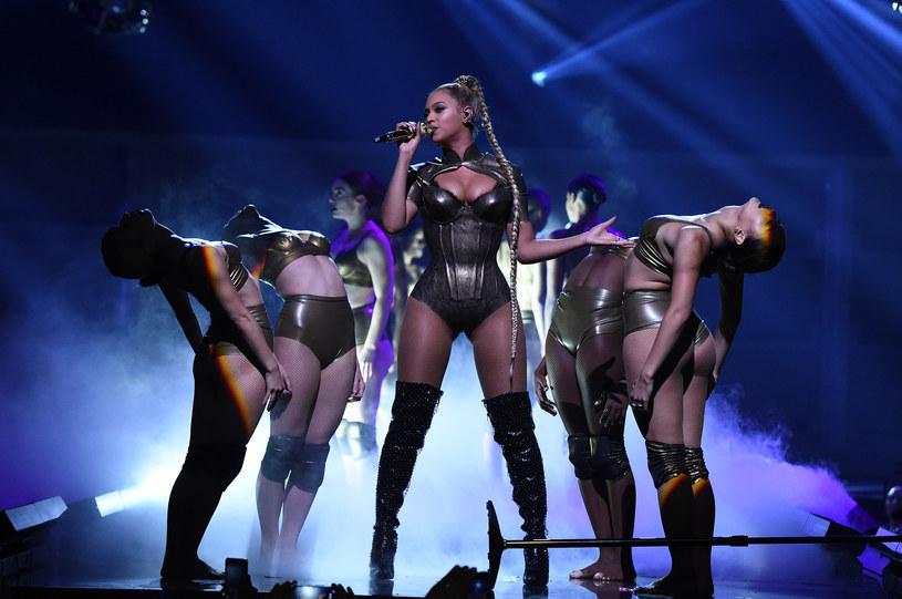 Firma Google ujawniła listy najczęściej wyszukiwanych muzyków oraz utworów w mijającym roku.