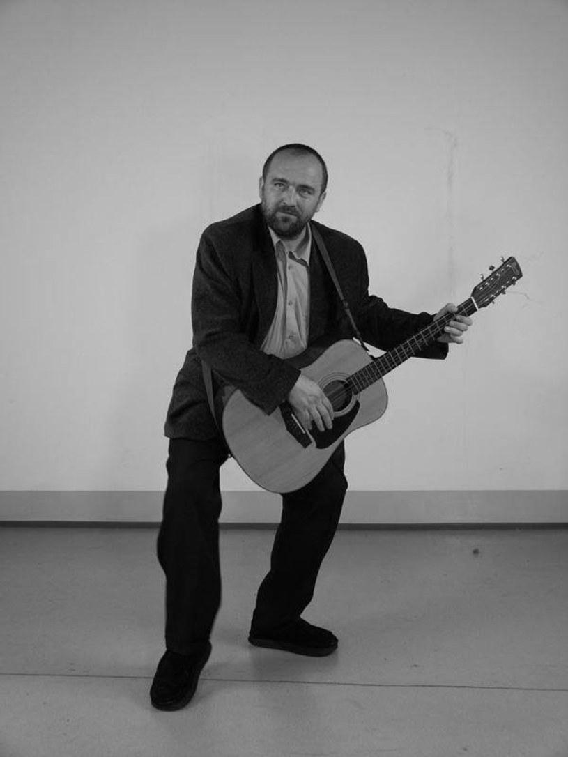 """13 grudnia zmarł Waldemar """"Gilmur"""" Lech, gitarzysta grupy Mr. Zoob, znanej z przeboju """"Mój jest ten kawałek podłogi"""". Miał 57 lat."""