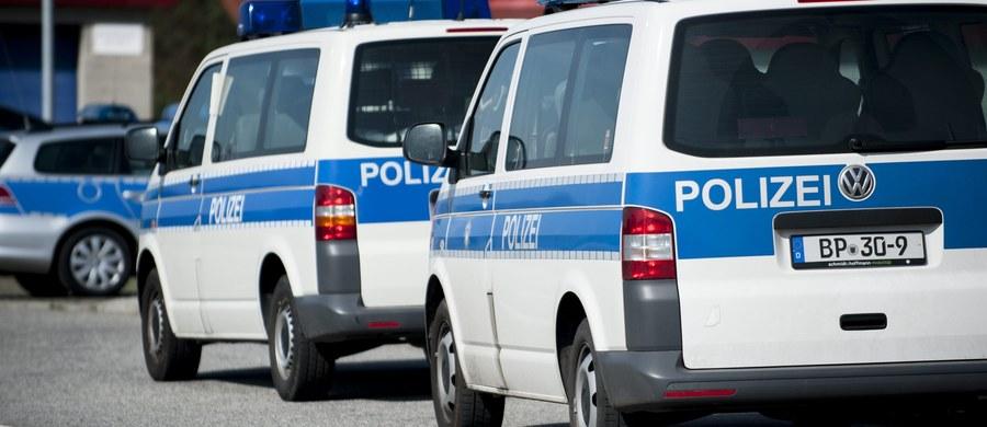 Uchodźca z Afganistanu, który podejrzany jest o zgwałcenie i zamordowanie studentki we Fryburgu, był wcześniej karany w Grecji za usiłowanie zabójstwa. Po roku zwolniono go jednak z więzienia. Policja potwierdziła w czwartek informację podaną przez niemiecką prasę.