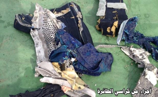 Ślady materiałów wybuchowych wykryto na szczątkach ofiar katastrofy samolotu linii EgyptAir z Paryża do Kairu, w której w maju zginęło 66 osób - poinformowało egipskie ministerstwo lotnictwa cywilnego. Wcześniej ustalono, że na pokładzie wybuchł pożar.