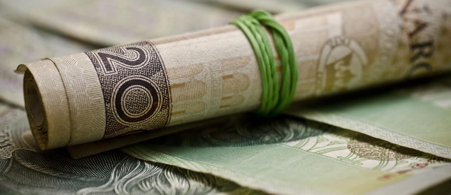 Jest nadzieja dla osób uwiązanych w tak zwane polisy inwestycyjne, czasem nazywane polisolokatami. W przyszłym tygodniu w środę Urząd Ochrony Konkurencji i Konsumentów ma podpisać porozumienia z oferującymi je firmami. Klienci mogą się spodziewać ratunku i odzyskania pieniędzy. Chodzi nawet o 5 milionów osób.
