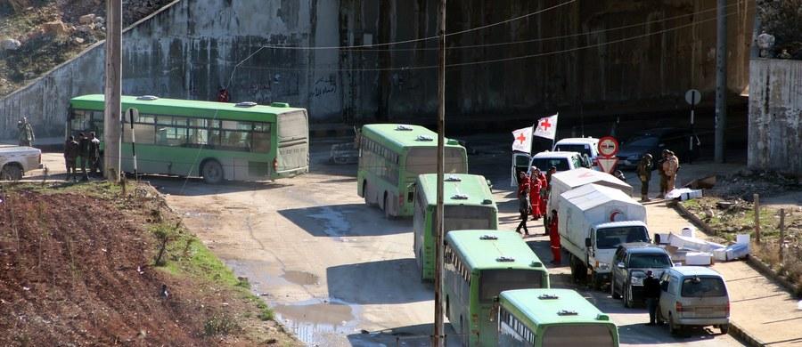 Drugi konwój z ewakuowanymi najpewniej jeszcze dziś opuści ostatnie obszary Aleppo będące w rękach rebeliantów. Tak zapowiedział przedstawiciel syryjskich władz. Oczekuje, że z miasta ewakuowanych będzie ok. 50 tys. osób, a cała operacja najpewniej zakończy się w ciągu dwóch-trzech dni - powiedział agencji Reutera przedstawiciel tureckich władz.