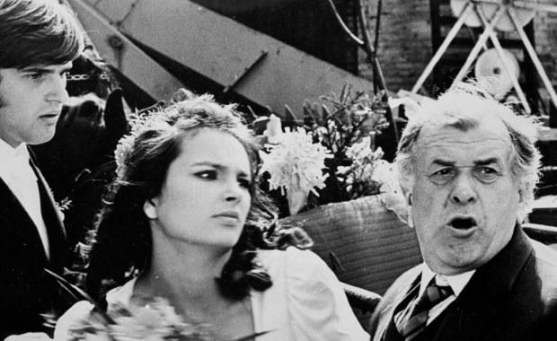 """W Nowym Jorku zmarł aktor, poeta, autor ballad o """"Solidarności"""" Andrzej Wasilewicz. Znany był m.in. z roli Zenka - narzeczonego Ani (Anny Dymnej) w komedii Sylwestra Chęcińskiego """"Nie ma mocnych"""" (1974), drugiej części sagi o Kargulach i Pawlakach."""