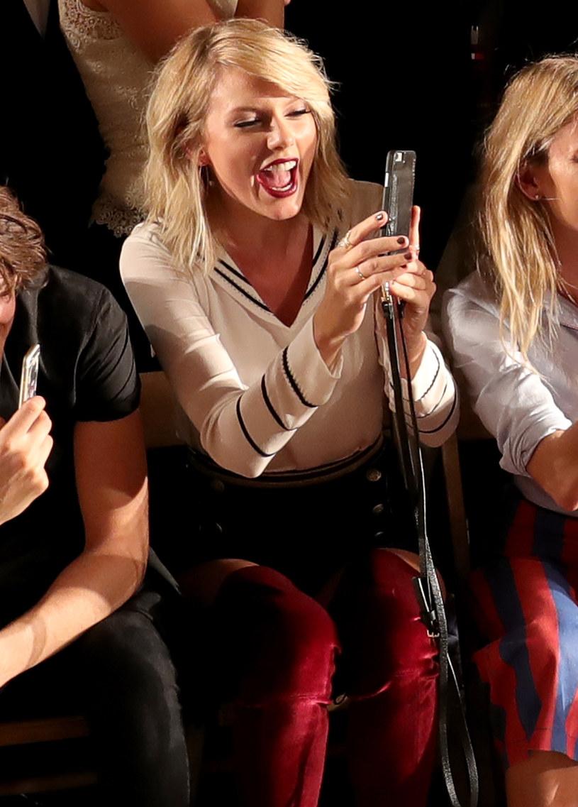 """W sieci pojawiło się tzw. lyric video do piosenki """"I Don't Wanna Live Forever"""". Duet Taylor Swift i Zayna Malika promuje film """"Ciemniejsza strona Greya""""."""