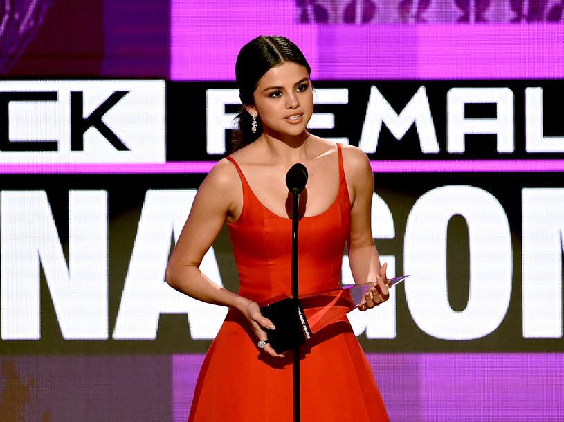 Po przerwie związanej z problemami psychicznymi, Selena Gomez wróciła do pracy nad nowymi utworami. Wokalistka opublikowała zdjęcie ze studia nagraniowego.