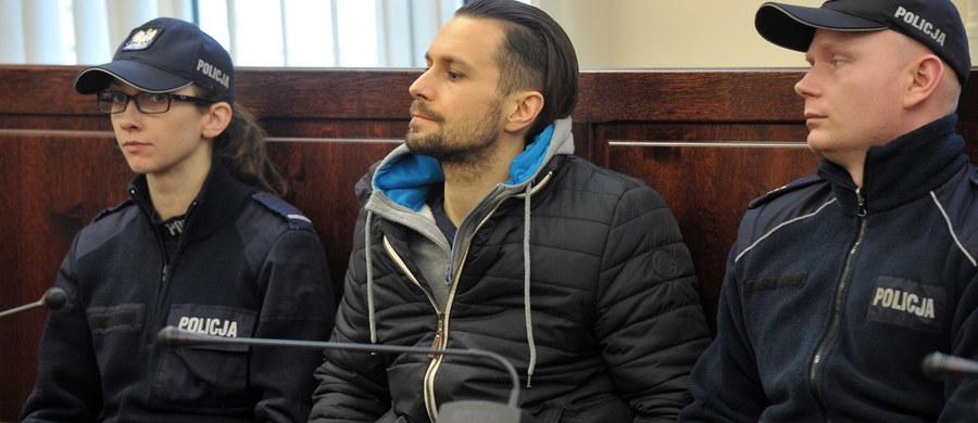 Dożywocie dla Radosława Warawki za makabryczne zabójstwo w Szczecinie Dąbiu. Sąd uznał mężczyznę winnym zamordowania matki, ojczyma oraz przyrodniego, niepełnosprawnego brata. Uznał, że działał z wyjątkowym okrucieństwem i motywacji zasługującej na szczególne potępienie.