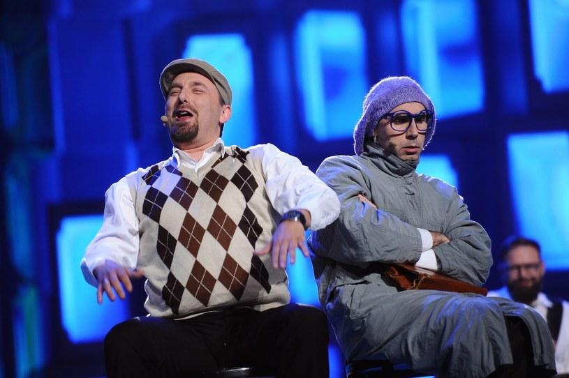 """Kabaret Neo-Nówka udostępnił własną wersję piosenki Bohdana Smolenia """"Smutasy, mazgaje"""". Nie wszyscy docenili jednak wysiłek wykonawcy."""