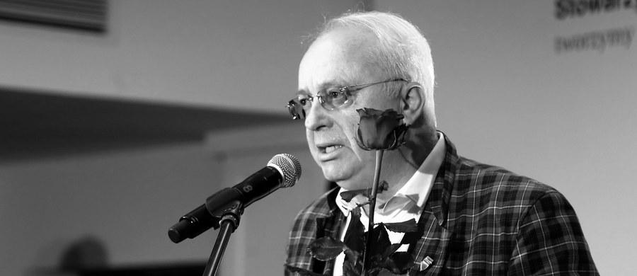 Stanisław Wielanek - wokalista, kompozytor, znawca folkloru miejskiego, lider Kapeli Czerniakowskiej, później Kapeli Warszawskiej - zmarł w wieku 67 lat. Nad ranem sobotę o śmierci artysty poinformował jego menadżer. Informację jako pierwsza podała TVP Info.